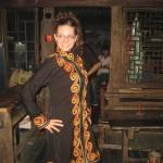 V oblačilih etnične skupine Yao, pred nastopom z lokalno plesno skupino
